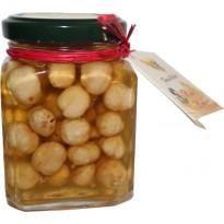 Honig und Haselnüssen